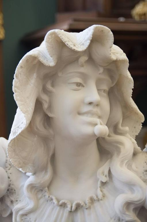 Antique Italian Carrara Marble Bust of a Young Lady In Good Condition For Sale In Beverly Hills, CA