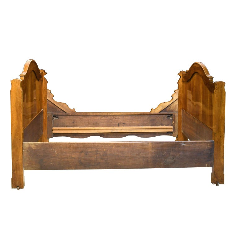 French Louis Philippe Daybed in Figured Walnut, circa 1835 For Sale 6