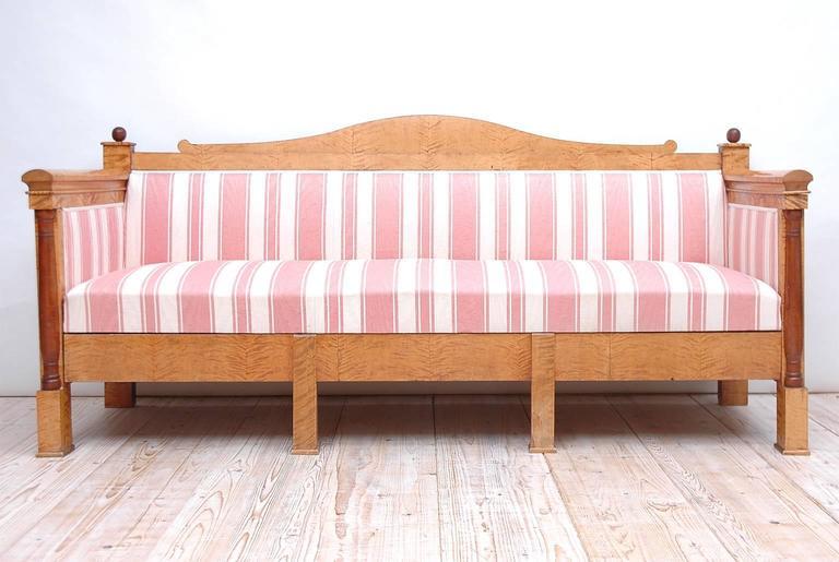 Scandinavian Biedermeier Sofa or Upholstered Bench in Birch, circa 1830 In Good Condition For Sale In Miami, FL