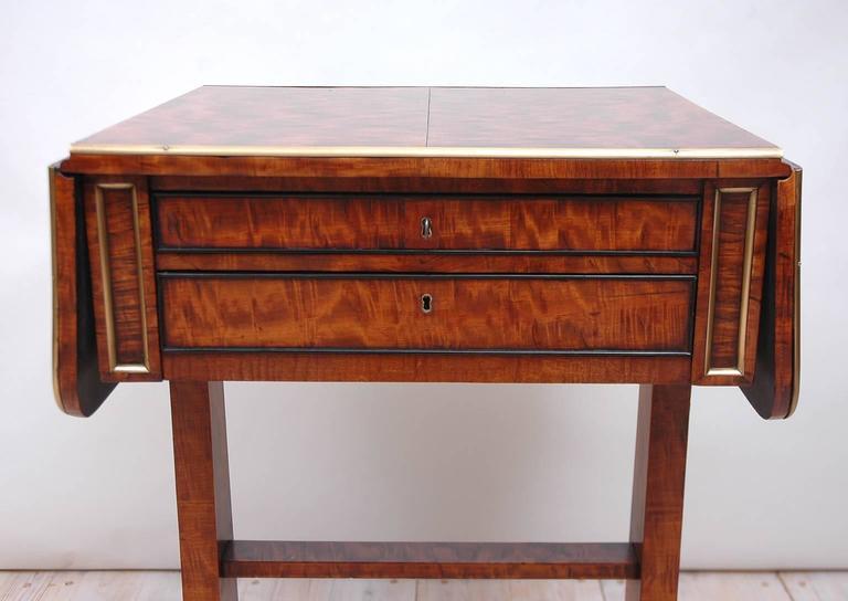 Polished Small English Regency Pembroke Work Table in Highly Figured Plum Mahogany  For Sale