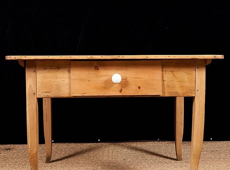 Biedermeier Country Pine Work Table with Drawer, circa 1825 In Good Condition For Sale In Miami, FL