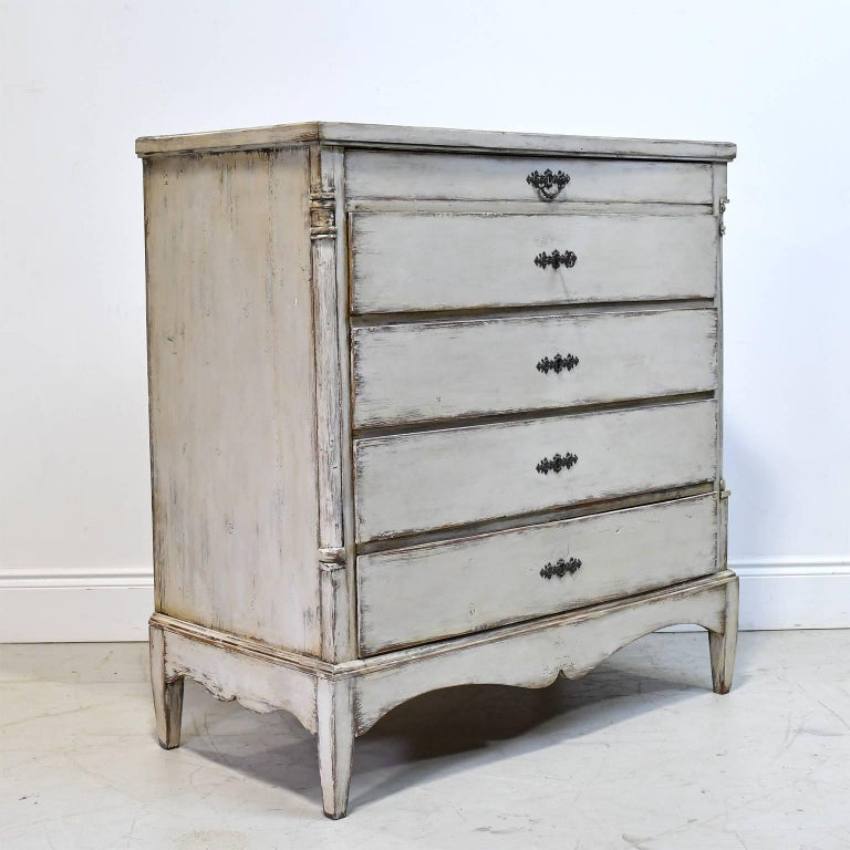 Antique painted scandinavian chest of drawers with ample for Ample storage