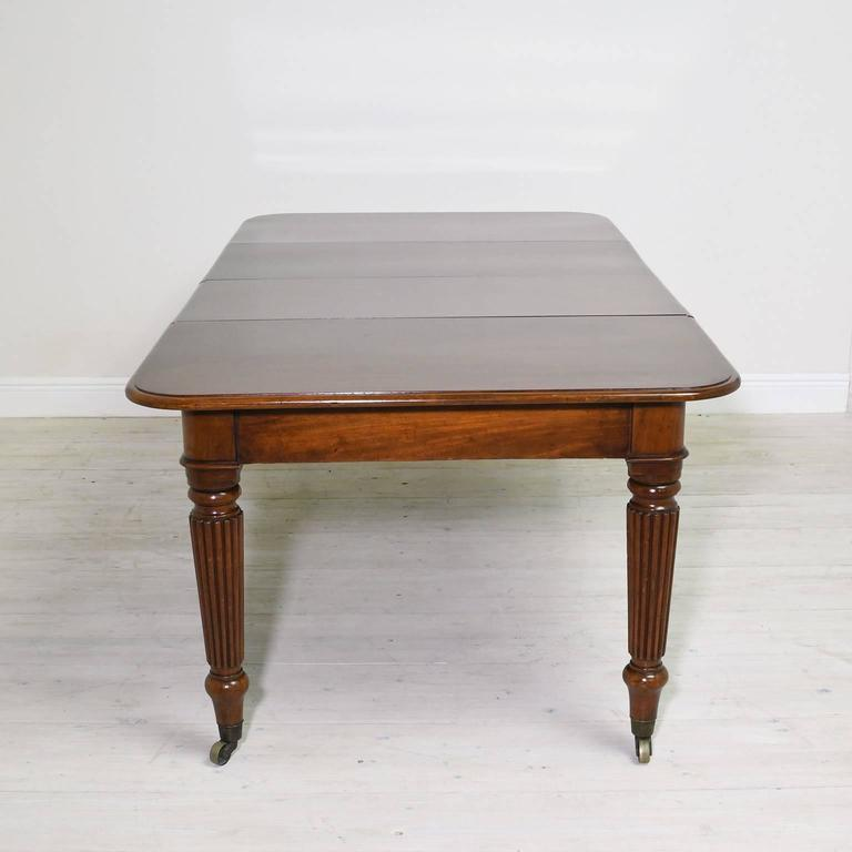 19th Century English Victorian Extension Dining Table in Mahogany with Leaves 6