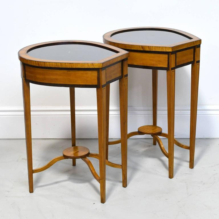 Pair of Edwardian Satinwood, Parcel-Ebonized Curio Tables, circa 1900 For Sale 4