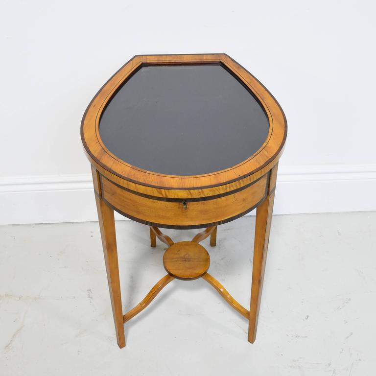 English Pair of Edwardian Satinwood, Parcel-Ebonized Curio Tables, circa 1900 For Sale