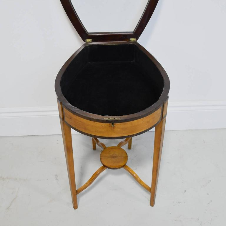 Pair of Edwardian Satinwood, Parcel-Ebonized Curio Tables, circa 1900 In Good Condition For Sale In Miami, FL