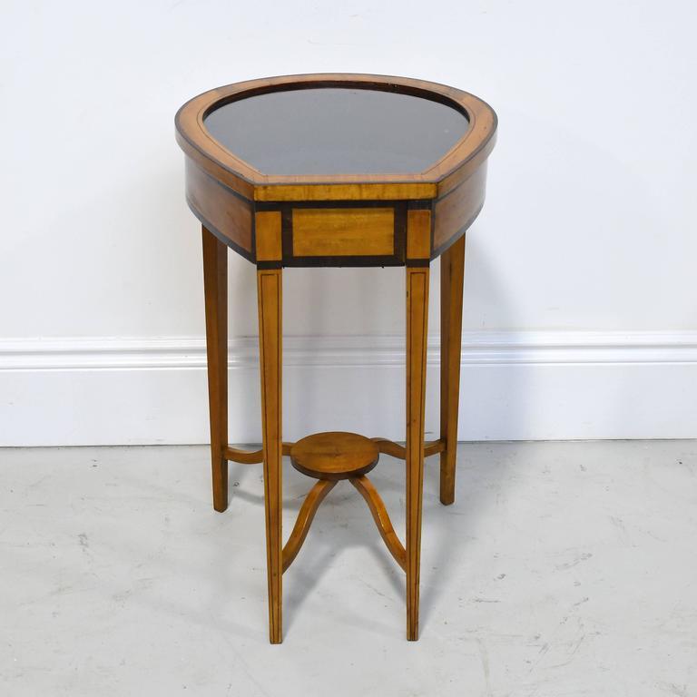 20th Century Pair of Edwardian Satinwood, Parcel-Ebonized Curio Tables, circa 1900 For Sale
