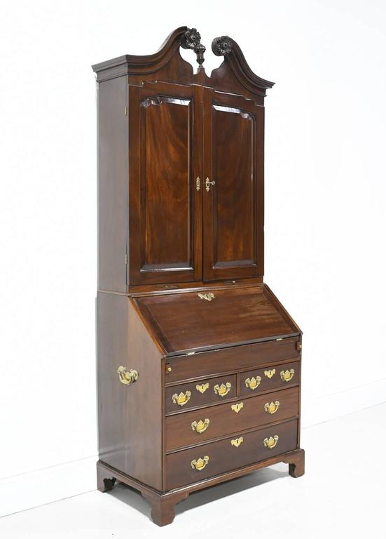 18th Century English George III Slant Front Secretary with Bookcase in Mahogany In Good Condition For Sale In Miami, FL