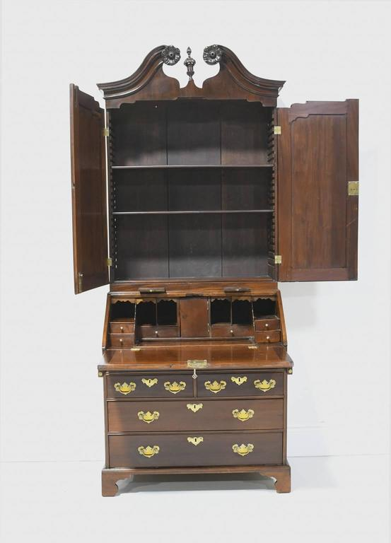 18th Century English George III Slant Front Secretary with Bookcase in Mahogany For Sale 4