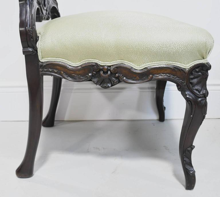Fine Pair of Early 19th Century American Rococo Revival Chairs in Mahogany For Sale 1