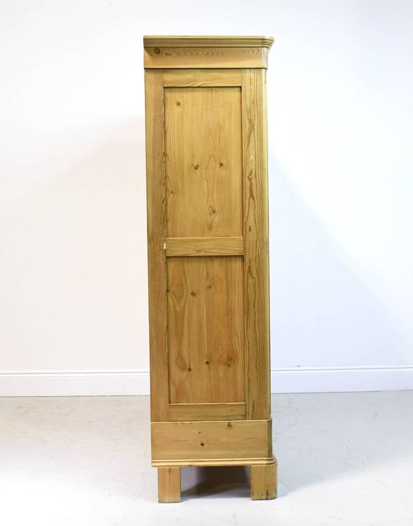 Large 19th Century Biedermeier Armoire in Pine In Good Condition For Sale In Miami, FL