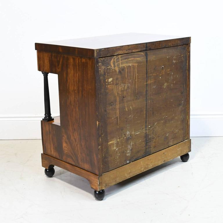19th Century Biedermeier Chest of Drawers in Mahogany with Marquetry Inlays In Good Condition For Sale In Miami, FL