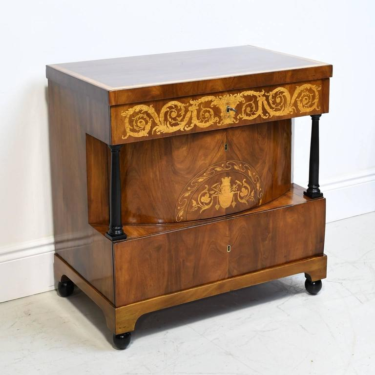German 19th Century Biedermeier Chest of Drawers in Mahogany with Marquetry Inlays For Sale