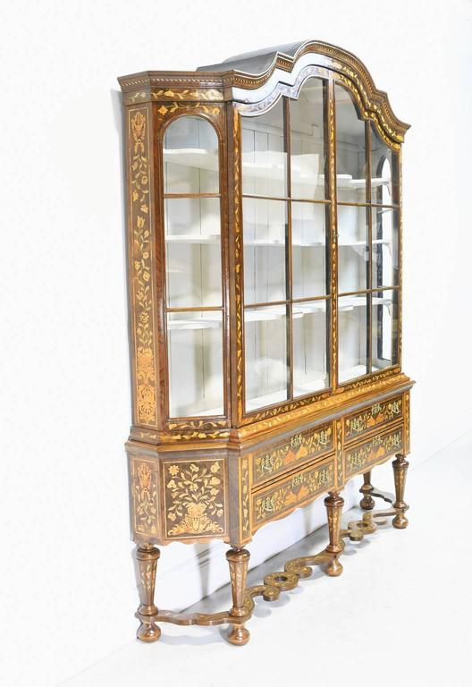Early 19th Century Dutch Vitrine/Glass Display Cabinet with Marquetry, c. 1800 In Good Condition For Sale In Miami, FL