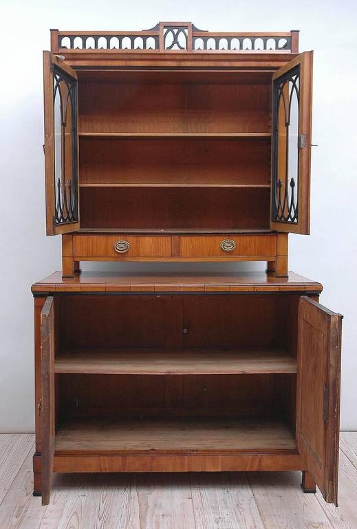 Austrian Biedermeier Cupboard/Bar Cabinet in Cherry with Vitrine, circa 1820 In Good Condition For Sale In Miami, FL