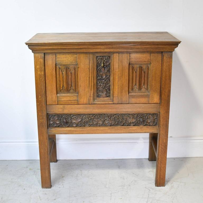 Early 20th Century Arts & Crafts Bar Cabinet in Oak with Carved Panels 3