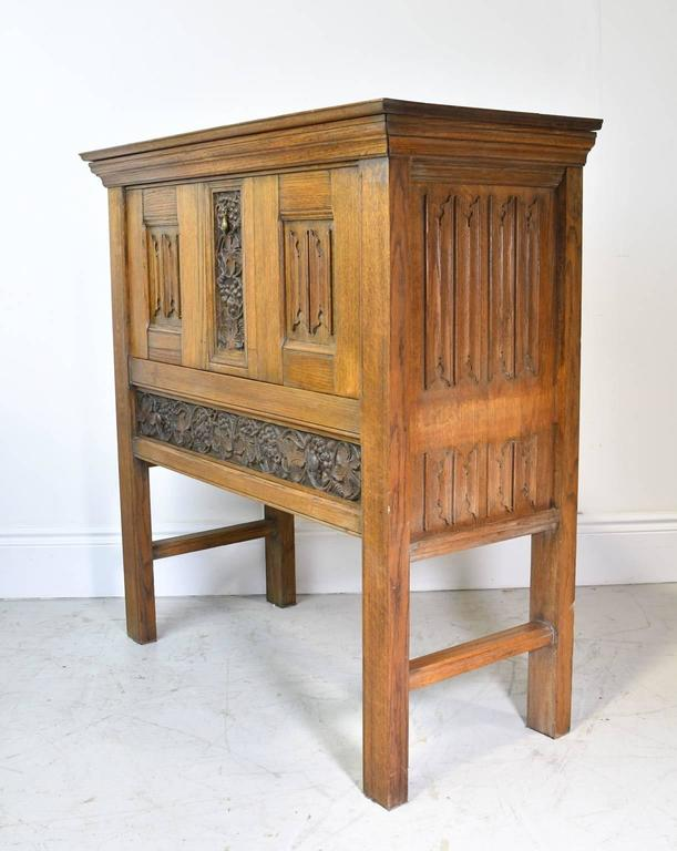 Early 20th Century Arts & Crafts Bar Cabinet in Oak with Carved Panels 5