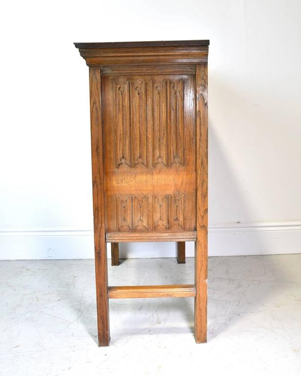 Early 20th Century Arts & Crafts Bar Cabinet in Oak with Carved Panels 6