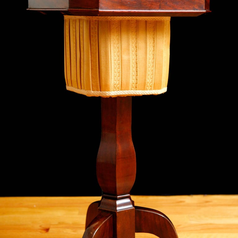 19th Century Biedermeier End Table or Wine Table,  in Mahogany on Pedestal Base In Good Condition For Sale In Miami, FL