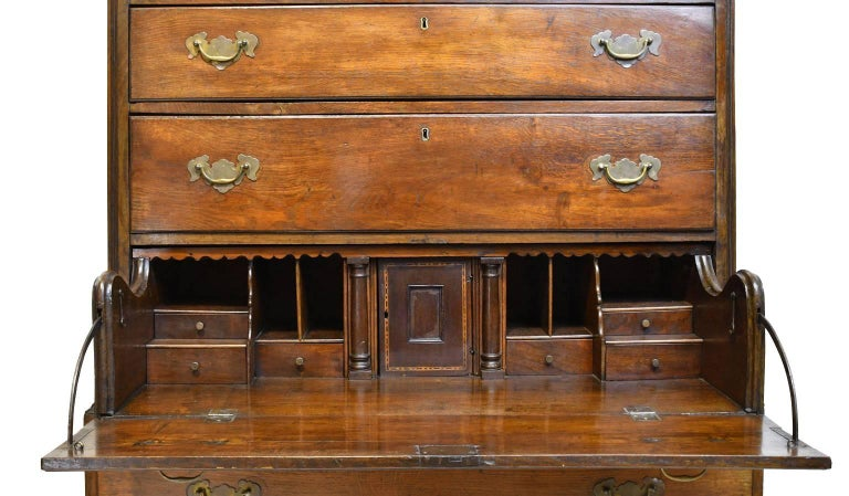 Hand-Carved 18th Century English George III Chest on Chest in Oak with Pull Out Secretary For Sale