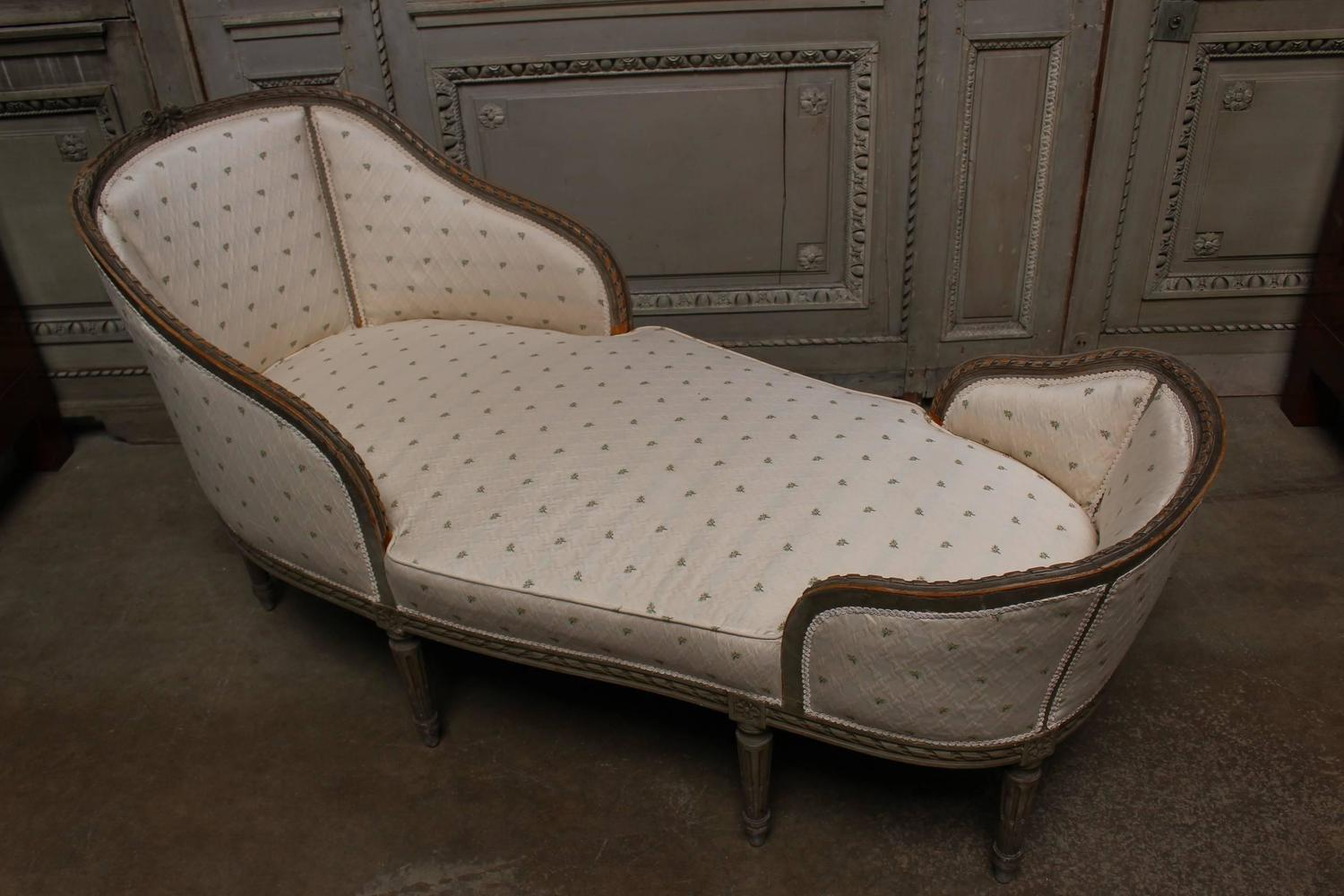 French louis xvi style petit chaise longue with a painted for Chaise louis xvi