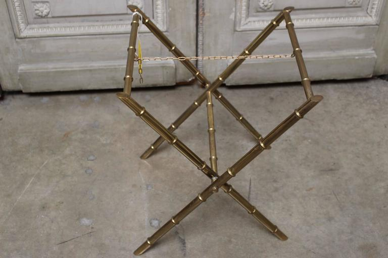 French Brass and Burled Walnut Adjustable Cocktail or Side Table In Good Condition For Sale In Dallas, TX
