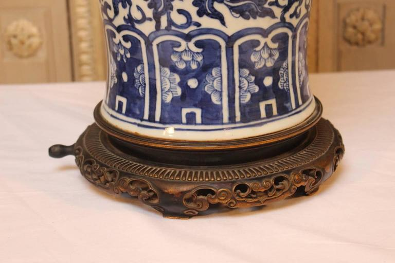 large chinese blue and white porcelain lamp base with french bronze. Black Bedroom Furniture Sets. Home Design Ideas