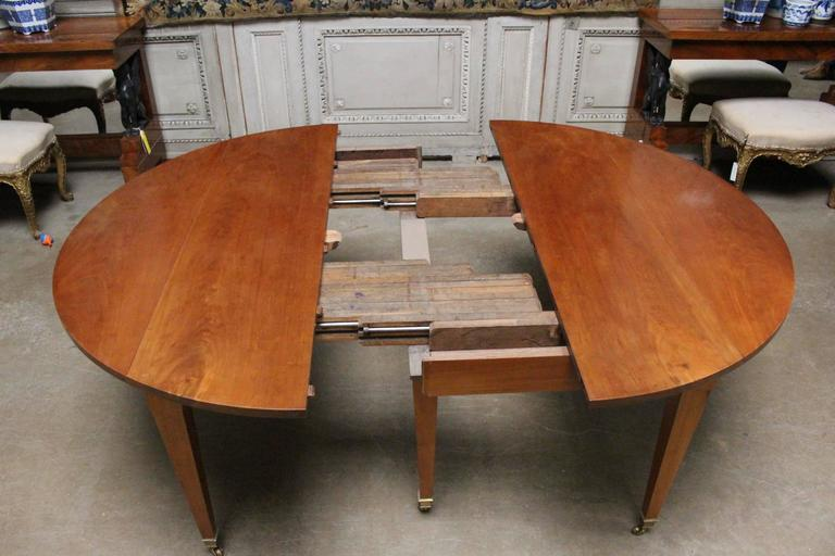 French Louis XVI Mahogany Extension Dining Table In Good Condition For Sale In Dallas, TX