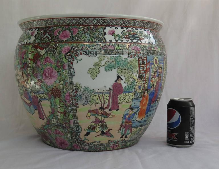 This Is A Good Large Chinese Export Porcelain Fish Bowl Or Cachepot Jardiniere