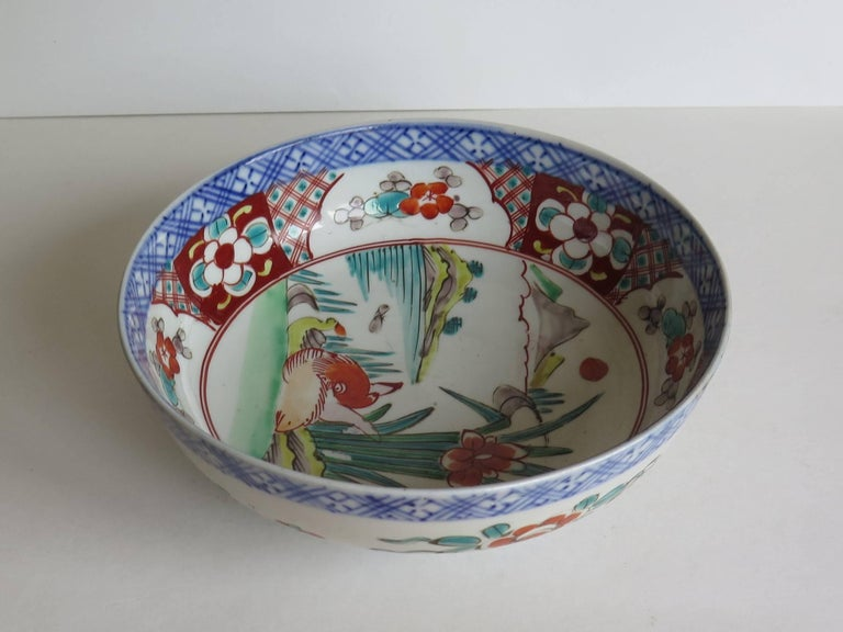 Japanese Porcelain Footed Bowl Hand-Painted Polychrome Water Side Scene In Good Condition For Sale In Lincoln, Lincolnshire