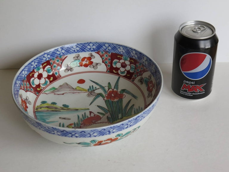 Japanese Porcelain Footed Bowl Hand-Painted Polychrome Water Side Scene For Sale 12