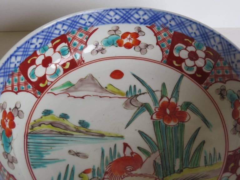 Japanese Porcelain Footed Bowl Hand-Painted Polychrome Water Side Scene For Sale 6