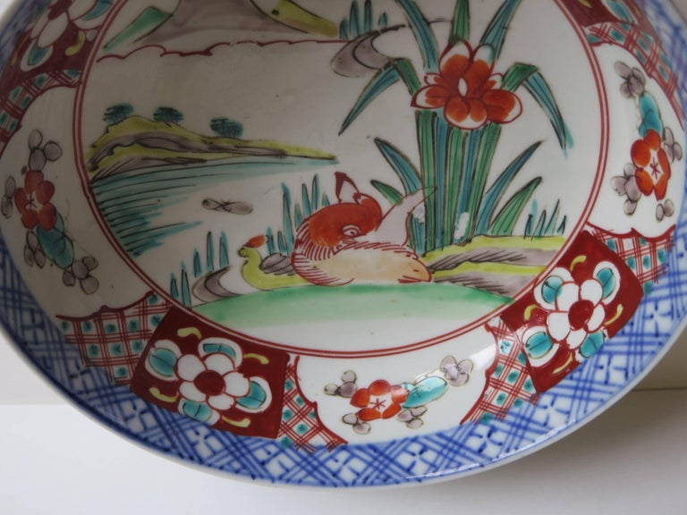 Japanese Porcelain Footed Bowl Hand-Painted Polychrome Water Side Scene For Sale 7