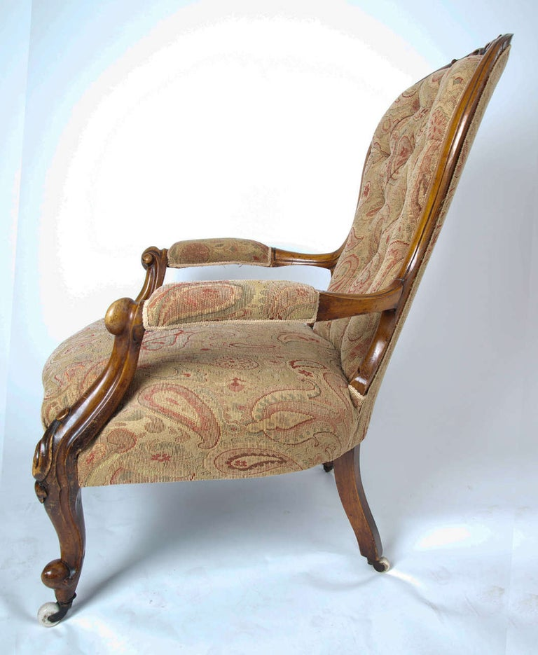 Mid-19th Century Spoonback Open Armchair Walnut, English, circa 1850 For Sale 3