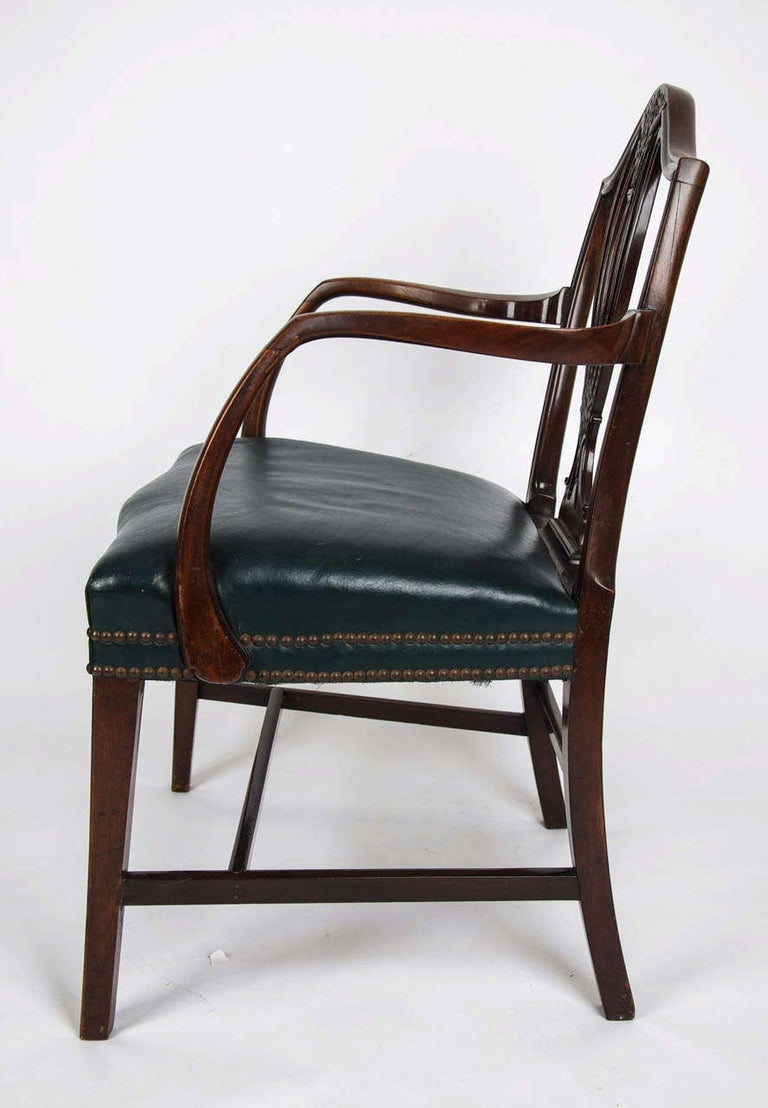 18th Century Hepplewhite Period Mahogany Armchair Green Leather Seat, circa 1785 In Good Condition For Sale In Lincoln, Lincolnshire