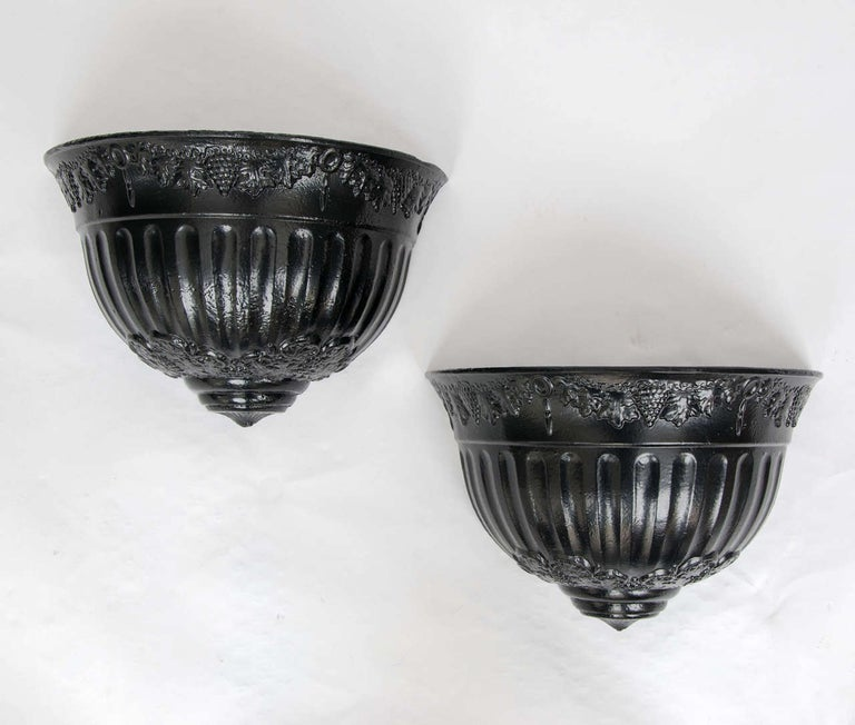 These are a very attractive and original pair of cast iron, wall hanging, English Planters from the Regency period of the early 19th century, circa 1820.