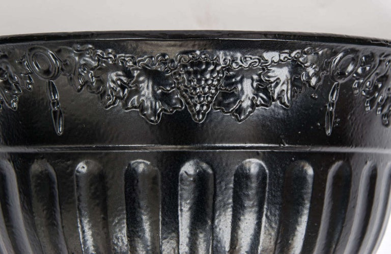 Pair of Regency Period Wall Planters Cast Iron with Good Detail, circa 1820 In Good Condition For Sale In Lincoln, Lincolnshire