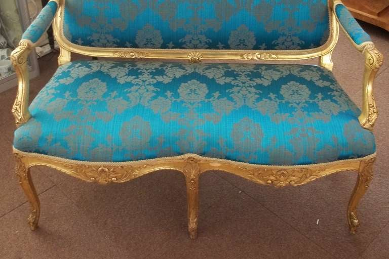 Mid-19th Century Settee or Sofa Louis XV Style Giltwood, English, circa 1850 In Good Condition For Sale In Lincoln, Lincolnshire