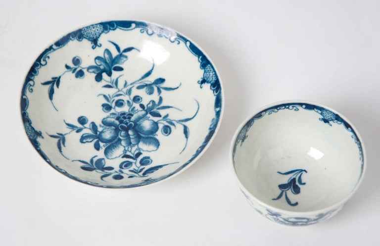 George III First Period Worcester Porcelain Tea Bowl and Saucer Mansfield Pattern For Sale