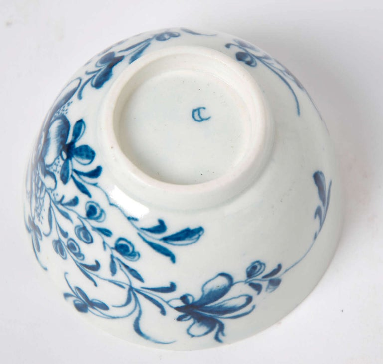 First Period Worcester Porcelain Tea Bowl and Saucer Mansfield Pattern For Sale 1