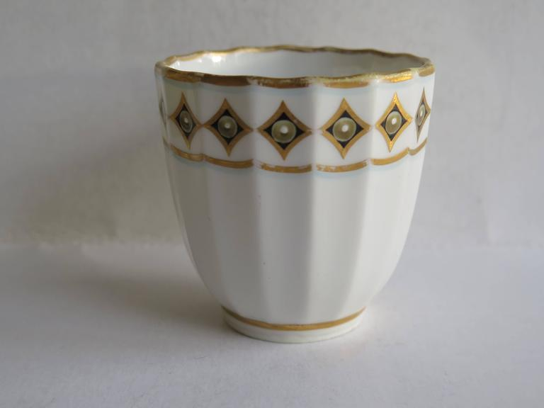 Very Early Derby Porcelain Coffee Cup Pattern 135 Puce Crown and Batons, Ca 1790 In Good Condition For Sale In Lincoln, Lincolnshire