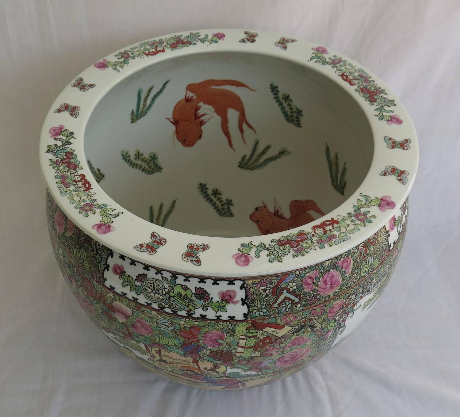 Large Chinese Porcelain Fish Bowl Or Jardinie ̀re Famille