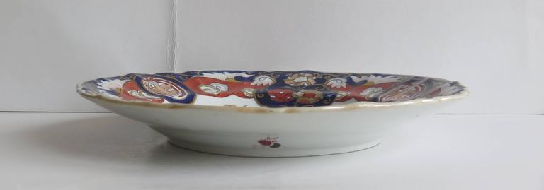 English Mason's Ironstone Large Dinner Plate Fence Vase and Doves Pattern, Circa 1825 For Sale