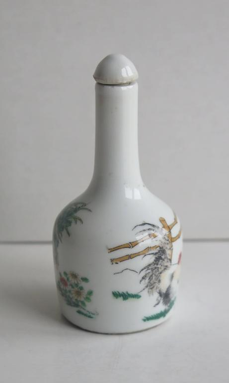 Chinese Porcelain Snuff Bottle Two Enamelled Roosters signed base, Ca 1940 In Good Condition For Sale In Lincoln, Lincolnshire