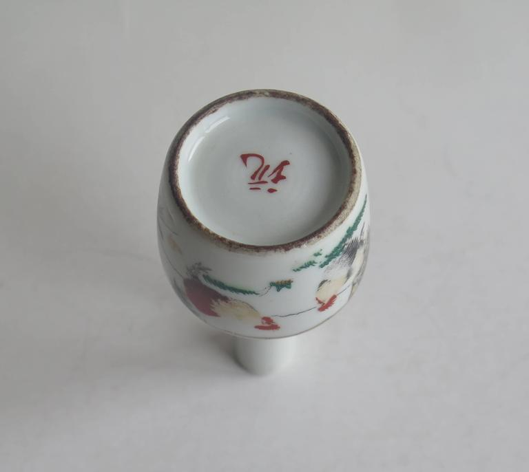 Chinese Porcelain Snuff Bottle Two Enamelled Roosters signed base, Ca 1940 For Sale 1