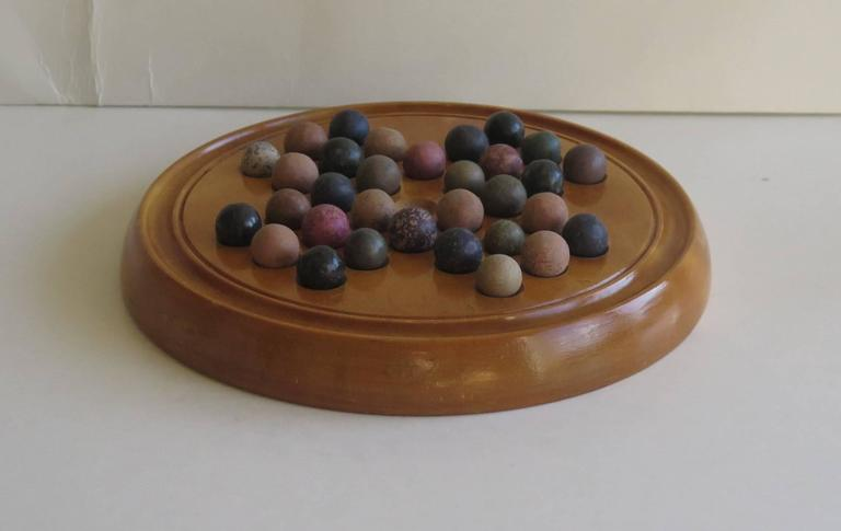 19th Century Marble Solitaire Board Game with 32 Handmade Marbles, Circa 1880 In Good Condition For Sale In Lincoln, Lincolnshire