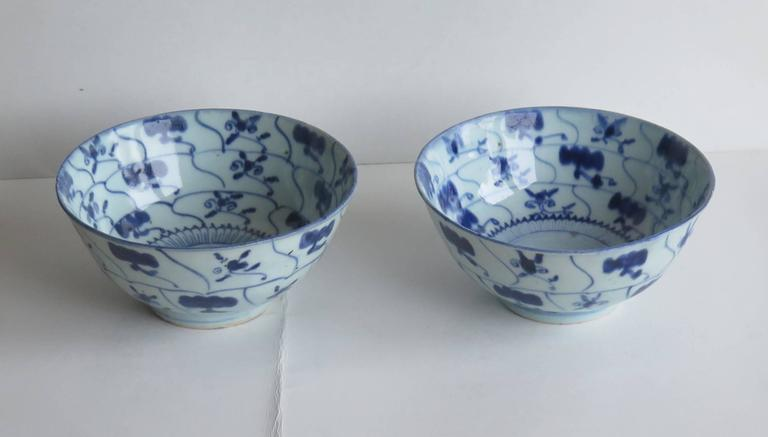 Hand Painted 18th Century Pair Of Chinese Porcelain Bowls Blue And White Qing Circa