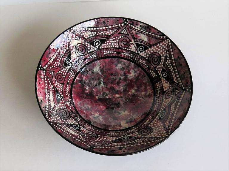 Studio Pottery Ceramic Bowl Hand Thrown and Decorated Signed, Mid-20th C. In Good Condition For Sale In Lincoln, Lincolnshire