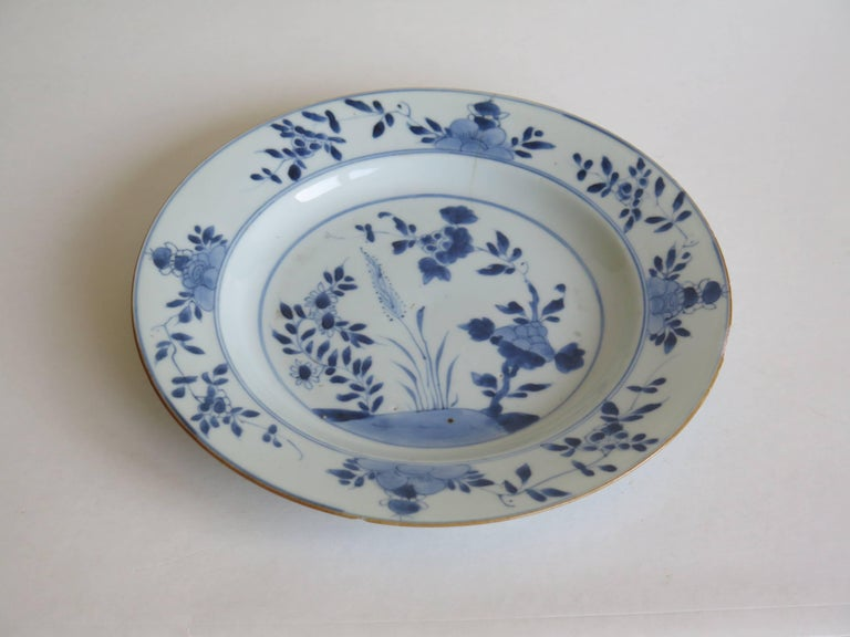 18th Century Chinese Export Porcelain Plate Blue and White, Qing Circa 1735 In Good Condition For Sale In Lincoln, Lincolnshire