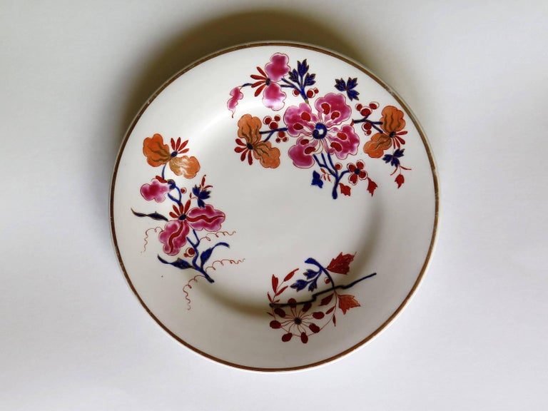 George IV Pair of Worcester Flight Barr and Barr Plates Hand-Painted Flowers, circa 1825 For Sale